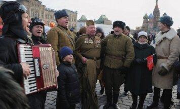 Vatinės striukes ir šiandien galima išvysti Maskvos gatvėse.