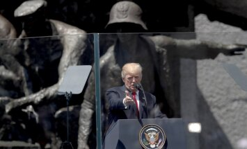 D. Trumpo vieša kalba Varšuvoje