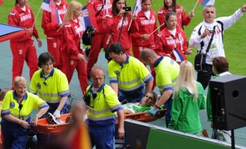 Iš Europos jaunimo olimpinio festivalio atidarymo Lorenas Ažukas buvo išgabentas neštuvais