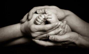 naujagimis, kūdikis, tėvai, kojytės