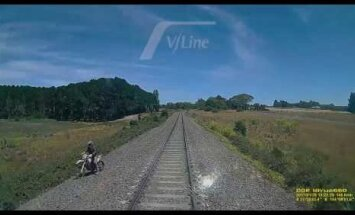 Nufilmavo, kuo baigėsi motociklininko ir traukinio akistata