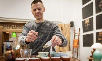 Ekspertas: lietuviai įpratę gerti pasenusias arbatas, o geros arbatos skonis primena... arklį