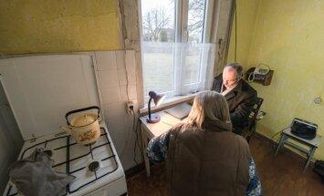 Lankomosios priežiūros darbuotojai iš savo klientų – globojamų vienišų, neįgalių ar senyvo amžiaus žmonių – gauna įvairių pavedimų