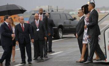 B. Obama su šeima atvyko į Kubą