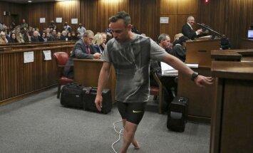 O. Pistorius teismo salėje vaikščiojo be protezų