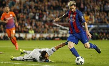 Lionelis Messi muša įvartį