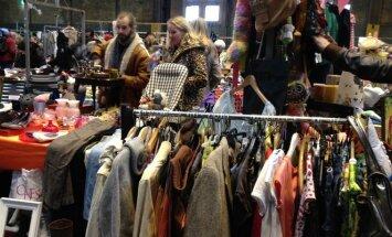Dėvėti drabužiai Amsterdamo blusų turguje/ I. Vilimavičiūtės nuotr.