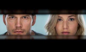 Jennifer Lawrence ir Chrisas Prattas filme Pakeleiviai