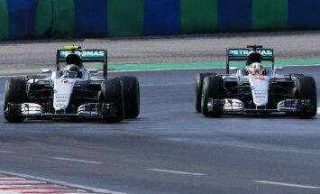 """""""Mercedes"""" vadovas: kova tarp L. Hamiltono ir N. Rosbergo tęsis iki paskutinių lenktynių"""
