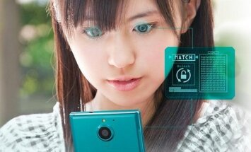 """""""Fujitsu Arrows NX F-04G"""" išmanusis telefonas"""