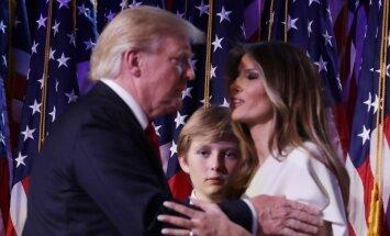 Donaldas Trumpas su žmona Melania ir sūnumi Barronu