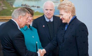 Dalia Grybauskaitė with the US Senators Senators Lindsey Graham, Amy Klobuchar and  John McCain
