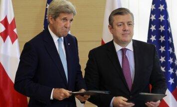 Sutartį pasirašė JAV valstybės sekretorius Johnas Kerry ir Gruzijos ministras pirmininkas Georgijus Kvirikašvilis
