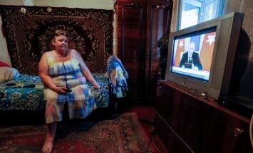 Rusė žiūri televizorių