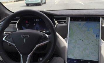 """Technologijų auka: kaip """"Tesla"""" vairuotojas įstrigo dykumoje"""