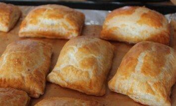 Greitai pagaminami pyragėliai su mėsa arba beveik kibinai