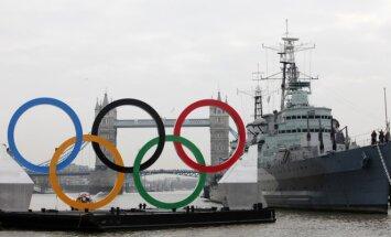 Olimpiniai žiedai prie Temzės upės Londone