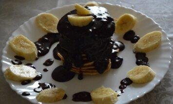 Blyneliai su bananais ir šokoladu