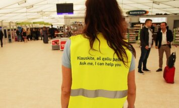 A volunteer at the Kaunas Airport