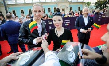 """""""Eurovizijos"""" atidarymo ceremonije raudonuoju kilimu žengė grupė """"Fusedmarc"""""""