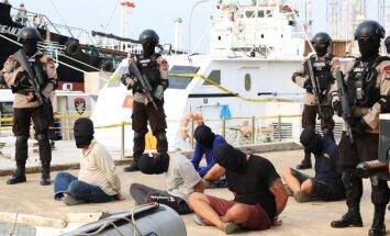 Indonezijoje sulaikyto laivo, gabenusio narkotikus, įgula
