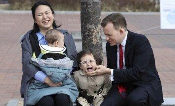 Robertas Kelly su šeima
