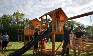 Luksnėnų kaimo bendruomenės pastatyta vaikų žaidimų aikštelė