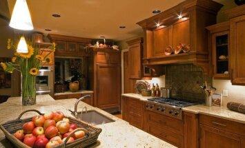 Gamtos oazė namuose: medienos akcentai virtuvėje