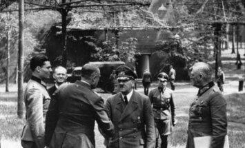 A. Hitleris Wolfsschanze bunkeryje