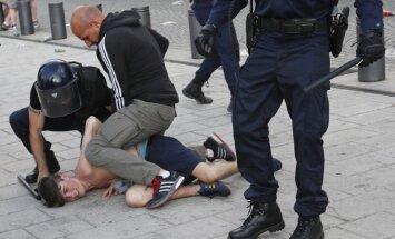 Rusijos futbolo sirgaliai kėlė riaušes