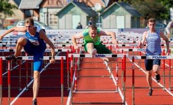Bėgikai lengvosios atletikos varžybose.