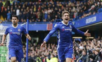 """""""Chelsea"""" puolėjas Marcos Alonso džiaugiasi įvarčiu"""