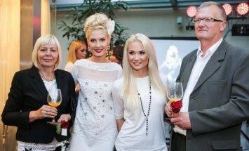 Kristina Ivanova ir Natalija Bunkė su tėvais