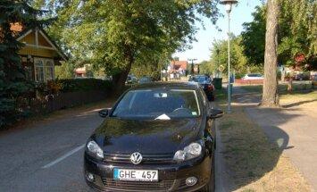 Automobiliai, kuriems už stovėjimą gatvėje išrašytos baudos