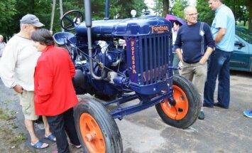 1938 m. traktorius Fordson