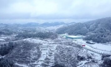 Kinijoje sniegas sukūrė nuostabaus grožio žiemos pasaką