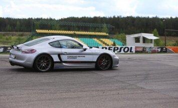Vairuotojai bus mokomi Porsche Cayman GTS automobiliu