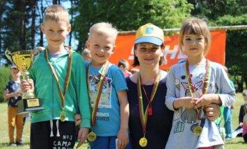 Vaikų vasaros atostogos sutiktos futbolo aikštelėje