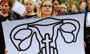 Lenkijos moterys protestuoja prieš abortus