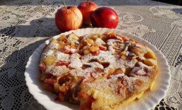 Keptuvėje keptas purus obuolių pyragas