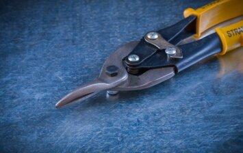 Kodėl verta įrankių dėžėje turėti skardos žirkles