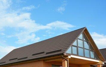 Specialistų patarimai: kaip išsirinkti stogo dangą