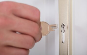 Kokia tikimybė, kad per šventes trūks nuotekų vamzdžiai arba užsikirs durų spyna?
