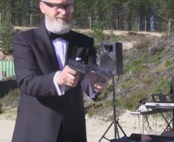 Rusai linksminasi: kaip pistoletais sugroti Beethoveną?