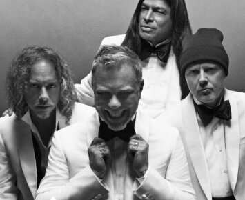 """""""Metallica"""" užsivilko kostiumus ir smokingus"""