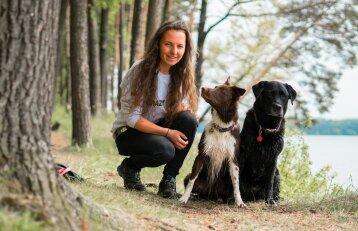 Du šunis auginanti moteris: šunims mes esame visas gyvenimas