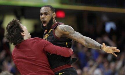NBA TOP-10: karaliaus titulo vertas Lebrono Jameso metimas