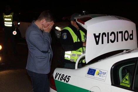 Per naktinį reidą Vilniuje įkliuvęs neblaivus vairuotojas bandė apmulkinti pareigūnus
