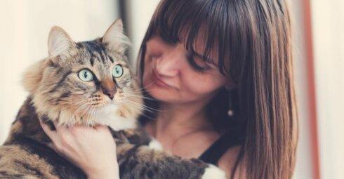 """Vieniša moteris paatviravo: esu """"senmergė su kate"""" ir visai to nesigėdiju"""