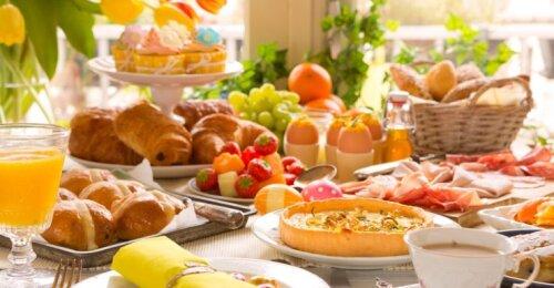 5 praktiški patarimai, padėsiantys nepersivalgyti per šventes